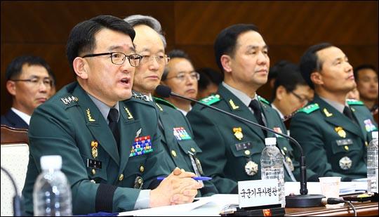 고 이재수 전 국군기무사령관(사진 왼쪽). ⓒ데일리안