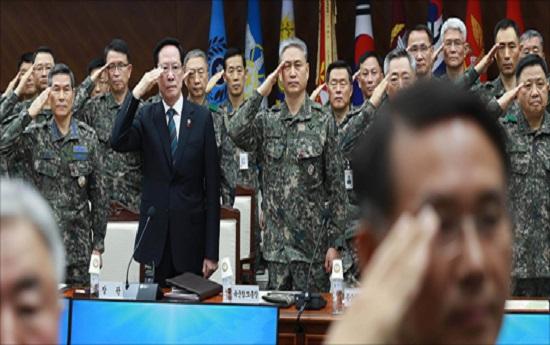 송영무 국방부 장관 및 주요 지휘관들이 지난 2017년 12월 8일 오전 서울 용산구 국방부에서 열린