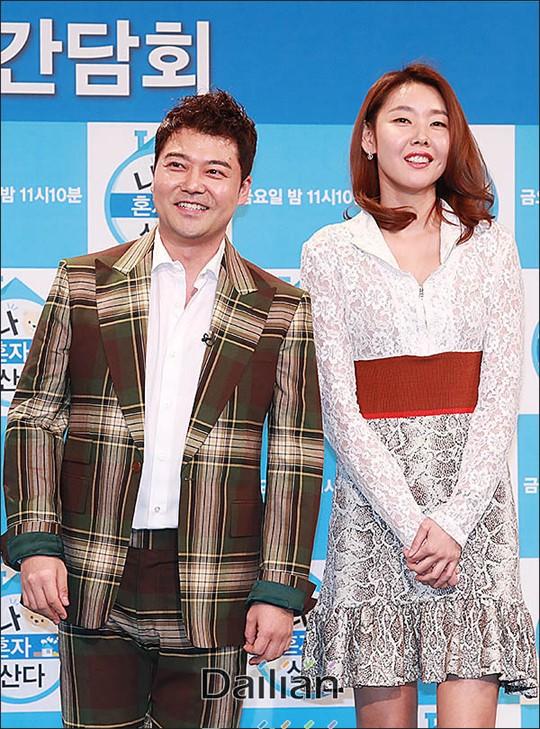 방송인 전현무와 모델 한혜진이 결별설을 부인했다. ⓒ데일리안 류영주 기자