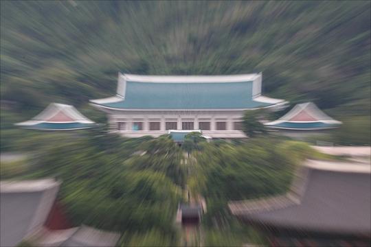 """청와대는 김정은 북한 국무위원장 답방을 둘러싼 고민이 커진 상황이다. """"확정된 것이 없다""""와 """"확정되도 말 못한다"""" 사이에서 아슬아슬한 줄타기를 해야하는 청와대다.ⓒ데일리안"""