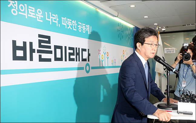 유승민 바른미래당 공동대표가 14일 오전 서울 여의도 바른정당 당사에서 지방선거 패배의 책임을 지고 대표직 사퇴를 밝히고 있다. (자료사진)ⓒ데일리안 박항구 기자