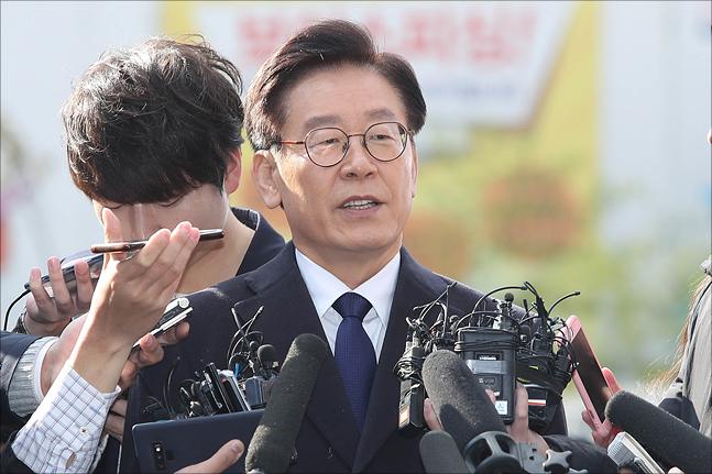 이재명 경기도지사가 10월 29일 오전 경기도 성남 분당경찰서에서