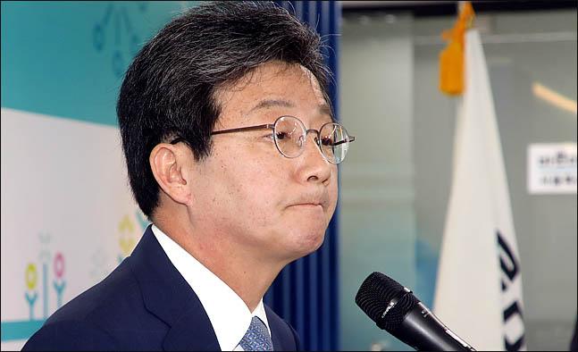 유승민 바른미래당 공동대표가 14일 오전 서울 여의도 바른정당 당사에서 대표직 사퇴를 밝히며 굳은 표정을 하고 있다.(자료사진) ⓒ데일리안 박항구 기자