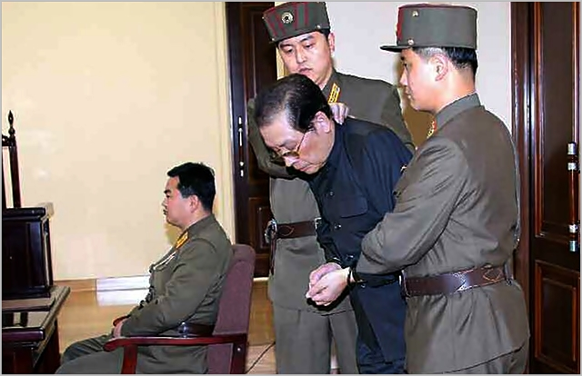 2013년 12월 13일자 북한 노동당 기관지 노동신문에 실린 장성택 재판 현장. ⓒ노동신문