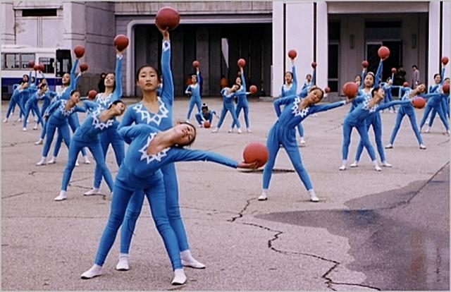 집단체조 공연을 연습하고 있는 북한의 어린 무용수들 ⓒ고려투어 홈페이지