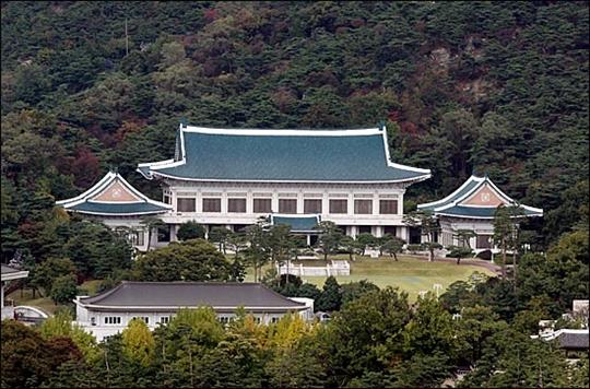 청와대는 15일 특별감찰반에서 근무하다 교체된 김모 수사관이 우윤근 주러시아 대사의 비위 의혹을 보고했다가 징계를 받았다는 주장에 대해 반박했다.(자료사진)ⓒ데일리안
