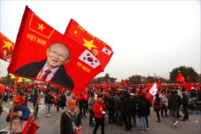 베트남 국민들 사이에서 박항서 감독의 존재는 2002 한일월드컵 때의 히딩크와 같다. ⓒ 연합뉴스