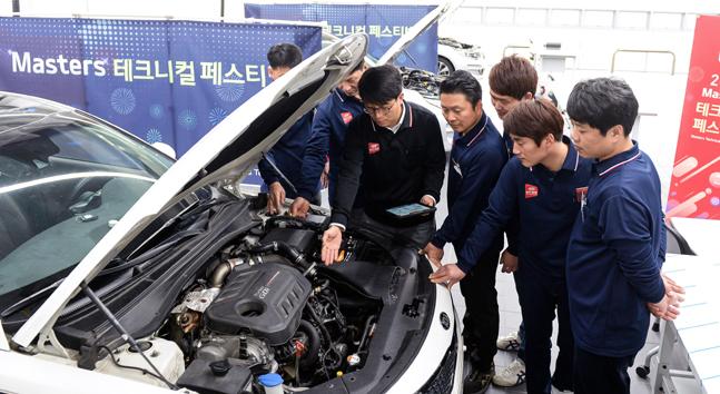 기아자동차 '마스터스 테크니컬 페스티벌'에서 기아차 임직원과 오토큐 엔지니어들의 모습.ⓒ기아자동차