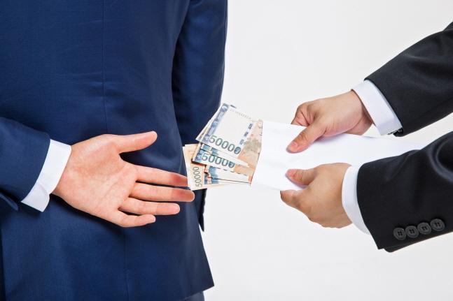 국내 보험업계가 불법적인 보험 영업에 몸살을 앓고 있다.ⓒ게티이미지뱅크