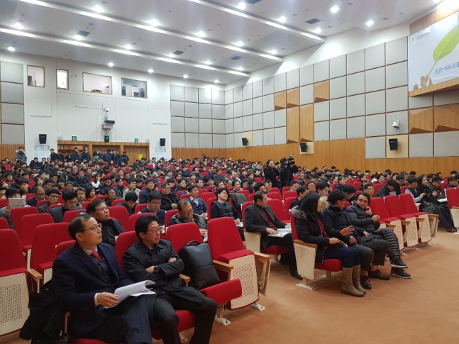 참석자들이 8일 서울 강남구 서울주택도시공사에서 열린 '2019년도 에너지 수요관리·신재생 정책설명회'에서 주제발표를 경청하고 있다.ⓒ데일리안 조재학 기자