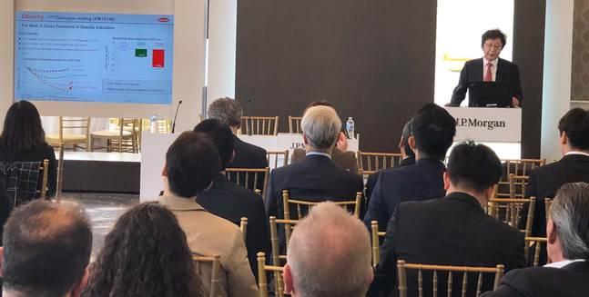 제37회 JP모건 헬스케어 컨퍼런스에 참석한 한미약품 권세창 사장이 한미약품 비전과 2019년도 R&D 전략 등을 발표하고 있다.ⓒ한미약품