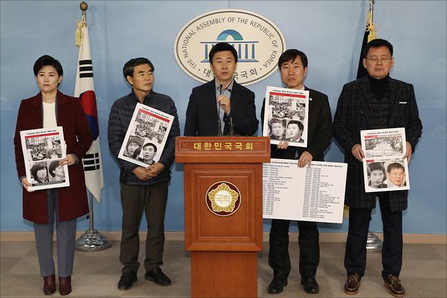 10일 국회 정론관 기자회견장에서 하태경 바른미래당 의원이 보수논객 지만원 씨가 5.18 광주민주화운동 당시 남파됐다고 주장한 북한특수군(광수)으로 지목된 탈북자들과 기자회견을 갖고 있다. ⓒ데일리안 홍금표 기자