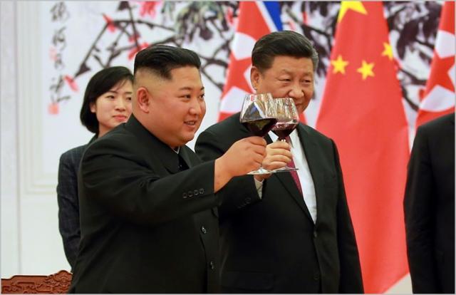 김정은 북한 국무위원장과 시진핑 중국 국가주석이 지난해 6월 중국 베이징에서 3차 북중 정상회담을 진행하고 있다. ⓒ조선중앙통신