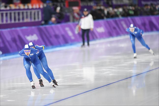 1년 전 김보름-박지우-노선영으로 이뤄진 여자 대표팀이 보여준 팀워크는 온 국민의 공분을 샀다. ⓒ 평창사진공동취재단