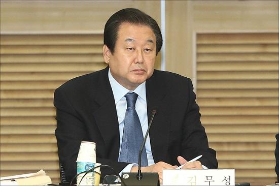 김무성 자유한국당 의원이 15일 오전 국회 의원회관에서 열린