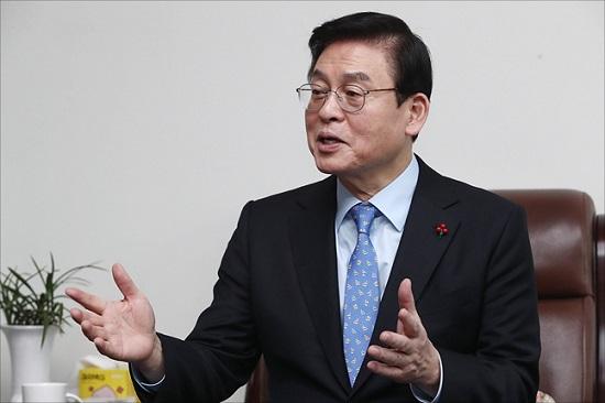 2·27 자유한국당 전당대회 유력 당권주자인 4선 중진 정우택 의원이 15일 오전 의원회관에서 데일리안과 인터뷰를 갖고 있다. ⓒ데일리안 홍금표 기자