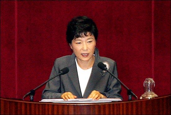 박근혜 전 한나라당 대표가 2010년 6월 29일 열린 국회 본회의에서 한나라당 친이계 임동규 의원 외 66명이 부의 요구한 세종시 수정안에 대해 반대토론을 하고 있다. ⓒ데일리안