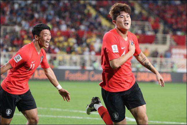 한국과 중국의 아시안컵 조별리그 C조 3차전에서 헤더슛으로 두번째 골을 넣은 김민재가 환호하고 있다. ⓒ 연합뉴스