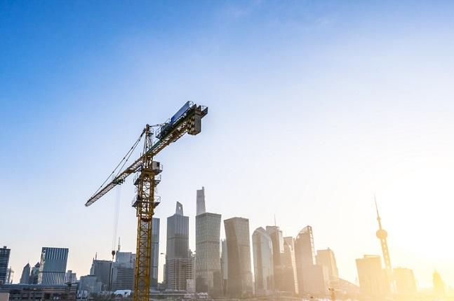 정부가 건설 투자 활성화에 나선 가운데 건설·부동산 관련 기업 주가가 크게 뛰어올랐던 2015년의 현상이 다시 나타날 것이라는 분석이 나온다.ⓒ게티이미지뱅크