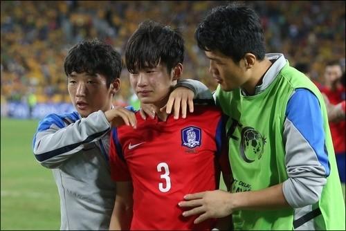 김진수는 2015 아시안컵 결승 호주전이 끝난 뒤 하염없이 눈물을 흘렸다. ⓒ 연합뉴스