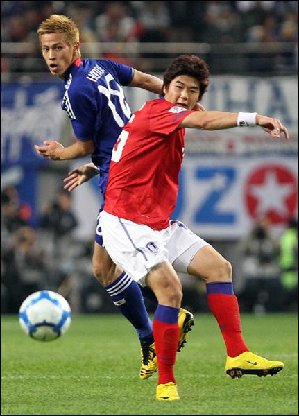 기성용은 일본과의 준결승전에서 페널티킥 선제골을 기록하고 상대를 도발하는 세리머니를 펼쳐 주목을 받기도 했다. ⓒ 연합뉴스