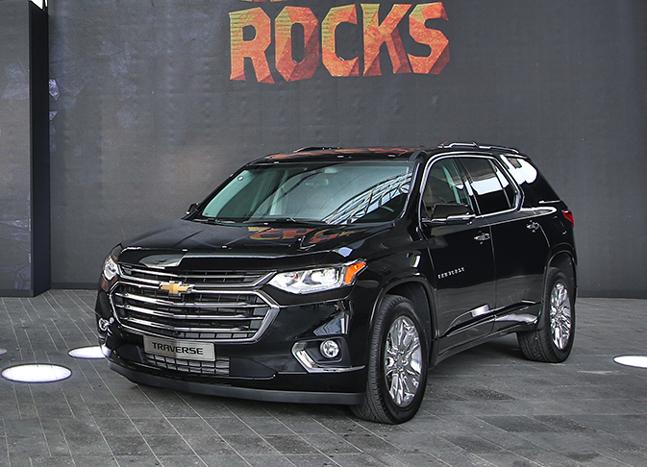 한국GM이 하반기 출시 예정인 쉐보레 트래버스. 본토인 미국에서는 중형 SUV로 분류되지만 국내 대형 SUV인 팰리세이드보다 전장이 21cm나 길다.ⓒ한국GM