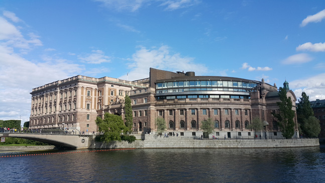 스웨덴 국민을 대의하는 349명의 국회의원이 일하는 공간. 1년 365일 스웨덴 국민은 물론 세계 어느 여행자에게도 공개된 장소로, 특권이 없는 스웨덴 국회의원들을 상징하기도 한다.ⓒ 이석원 제공