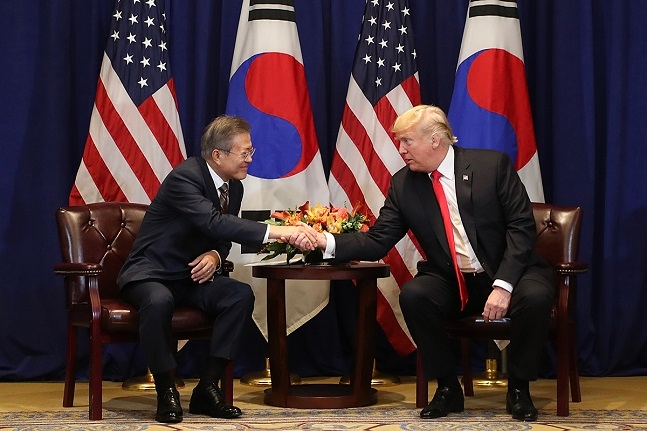문재인 대통령과 도널드 트럼프 미국 대통령이 제2차 북미정상회담과 관련해 조만간 전화통화를 통해 논의를 할 예정이다.(자료사진)ⓒ청와대