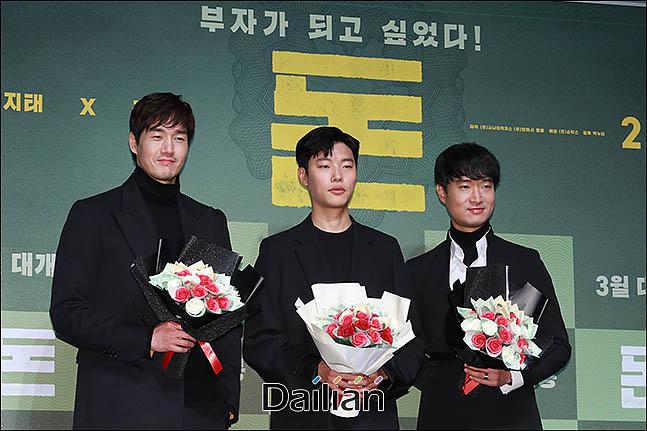 11일 오전 서울 강남구 압구정CGV에서 열린 영화