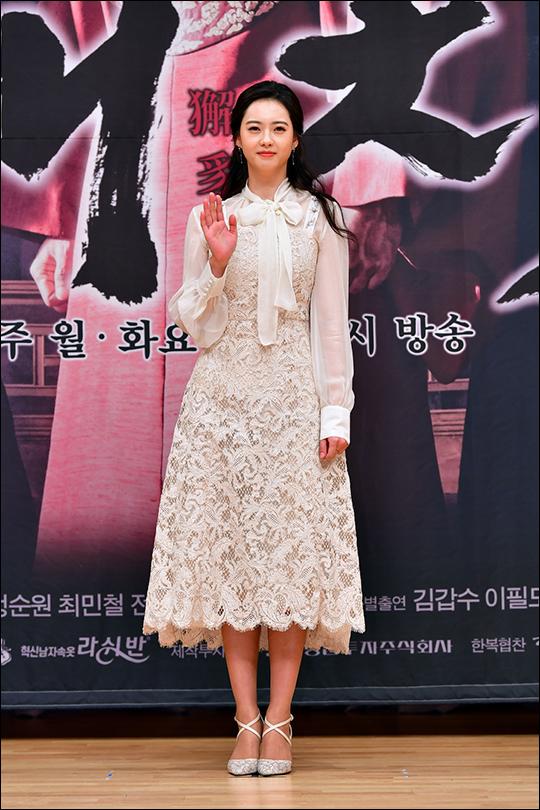 배우 고아라가 11일 서울 양천구 목동 SBS 사옥에서 열린 월화드라마 '해치' 제작발표회에서 포토타임을 갖고 있다. ⓒ SBS