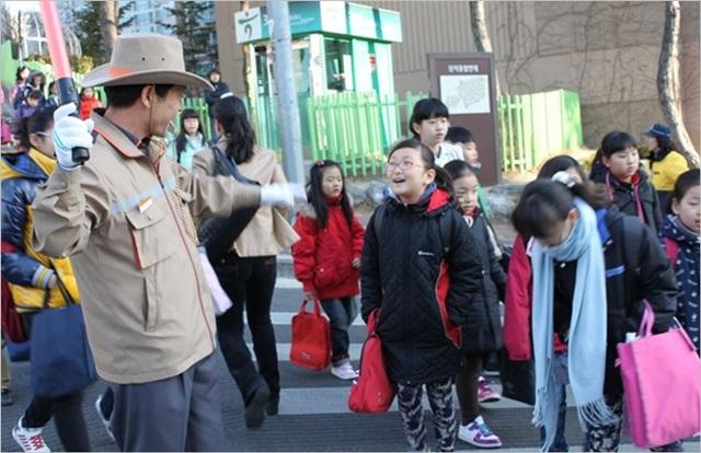 서울시는 12일 안전에 상대적으로 취약한 장애학생 보호를 위해 올해부터 학교보안관을 국공립 특수학교(13개교)까지 새로 배치한다고 밝혔다. ⓒ서울시 제공