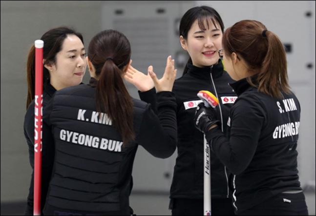 12일 오후 충북 진천선수촌에서 열린 제100회 전국동계체육대회 컬링 여자일반부 4강전에서
