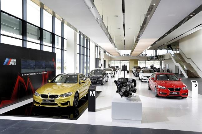 BMW 드라이빙 센터 1층 쇼룸 ⓒBMW코리아