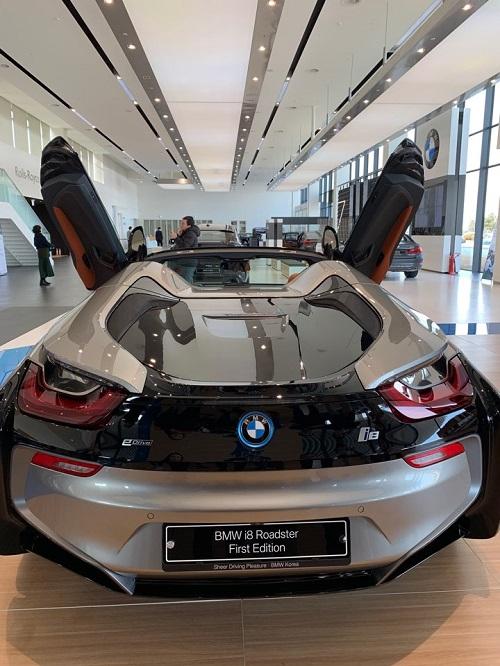 BMW i8 Roadster가 당당한 위용을 뽐내고 있다. ⓒ데일리안
