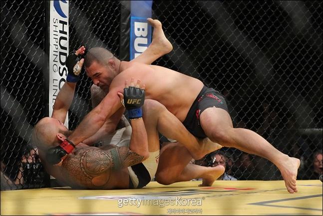 [UFC]그라운드 앤 파운드에 능한 벨라스케즈. ⓒ 게티이미지
