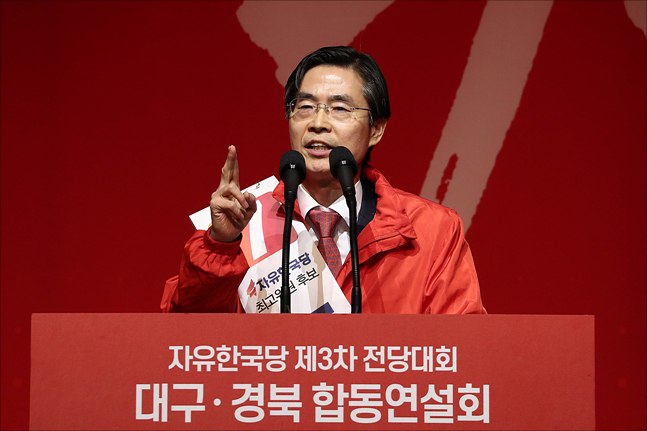 2·27 자유한국당 전당대회에서 수석최고위원을 노리는 4선의 조경태 의원이 18일 오후 대구 엑스코에서 열린 대구·경북 합동연설회에서 지지를 호소하고 있다. ⓒ데일리안 홍금표 기자