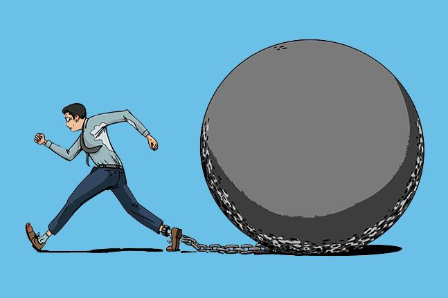 보험사들의 재무 부담을 키우는 새로운 국제회계기준 시행이 다가오는 와중 국내 보험업계가 과거 영업 경쟁 과정에서 경쟁적으로 판매에 나섰던 상품들에 발목이 잡히고 있다.ⓒ게티이미지뱅크