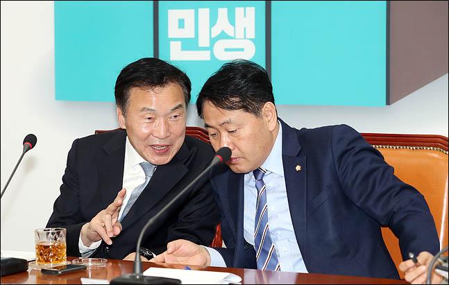 손학규 바른미래당 대표와 김관영 원내대표가 22일 오전 국회에서 열린 최고위원회의에서 대화를 나누고 있다.ⓒ데일리안 박항구 기자