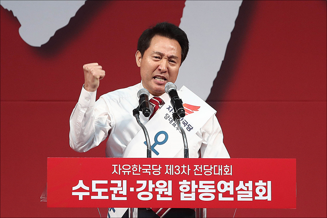 2·27 자유한국당 전당대회 당권주자인 오세훈 미래비전위원장이 22일 오후 경기 성남실내체육관에서 열린 수도권·강원 합동연설회에서 지지를 호소하고 있다. ⓒ데일리안 홍금표 기자