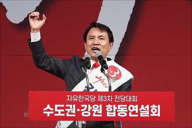 2·27 자유한국당 전당대회 당권주자인 김진태 의원이 22일 오후 경기 성남실내체육관에서 열린 수도권·강원 합동연설회에서 지지를 호소하고 있다. ⓒ데일리안 홍금표 기자