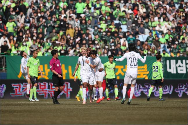 1일 오후 2시 전주월드컵경기장에서 열린 전북과 대구의 공식 개막전에서는 양 팀이 치열한 공방 끝에 1-1 무승부를 기록했다. ⓒ 한국프로축구연맹