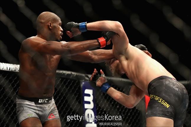 [UFC]존 존스를 상대로 원거리 공격도 통하지 않는다. ⓒ 게티이미지