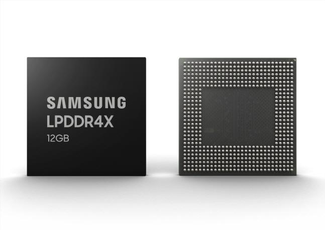 삼성전자 12GB LPDDR4X 모바일 D램.ⓒ삼성전자