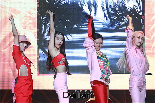 14일 오후 서울 마포구 홍대 무브홀에서 열린 마마무 아홉 번째 미니앨범