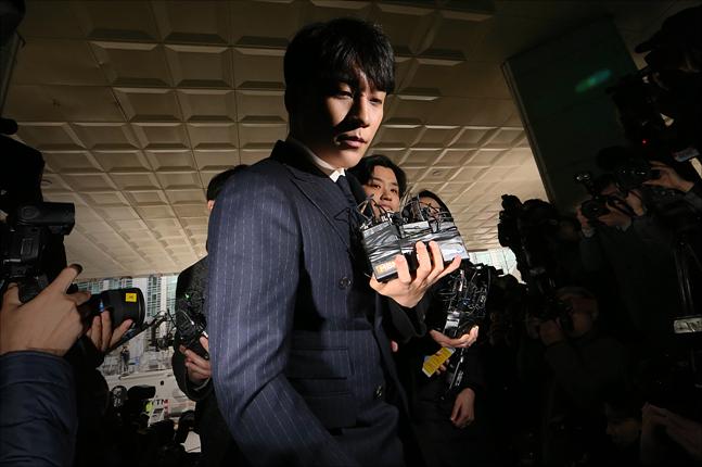 승리(사진)의 사업파트너로 알려진 유리홀딩스 유인석 대표가 14일 서울지방경찰청에 출석해 조사를 받고 있다. ⓒ 데일리안 홍금표 기자