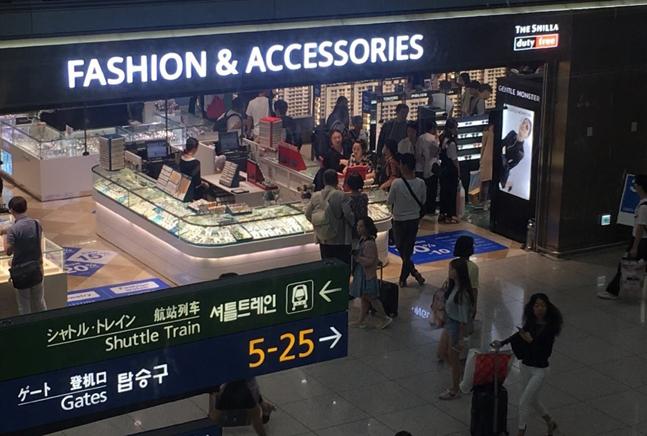 국내에도 입국장 면세점이 도입된다. 사진은 인천공항 면세점 모습.ⓒ데일리안