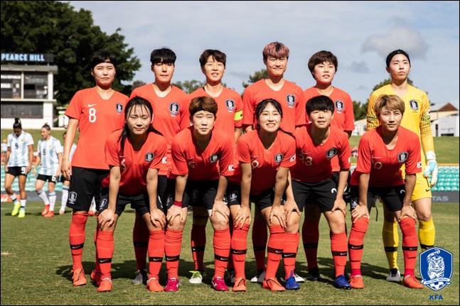 여자축구대표팀(윤덕여 감독)이 오는 4월 아이슬란드와의 국내 친선경기, 5월 스웨덴과의 원정 친선경기를 통해 2019 FIFA 프랑스 여자월드컵을 향한 본격적인 준비에 돌입한다. ⓒ 대한축구협회