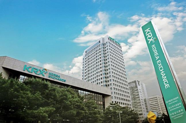 검찰이 한국거래소가 삼성바이오로직스 상장 특혜를 제공했다는 의혹에 따라 거래소 압수수색에 나섰다.ⓒ거래소