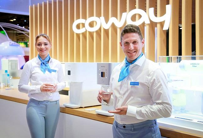 코웨이 모델들이 올해 초 미국 라스베이거스에서 열린 세계 최대 IT·가전 전시회