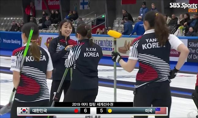 여자컬링대표팀이 세계선수권에서 파죽의 3연승을 질주했다. SBS SPORTS 중계화면 캡처